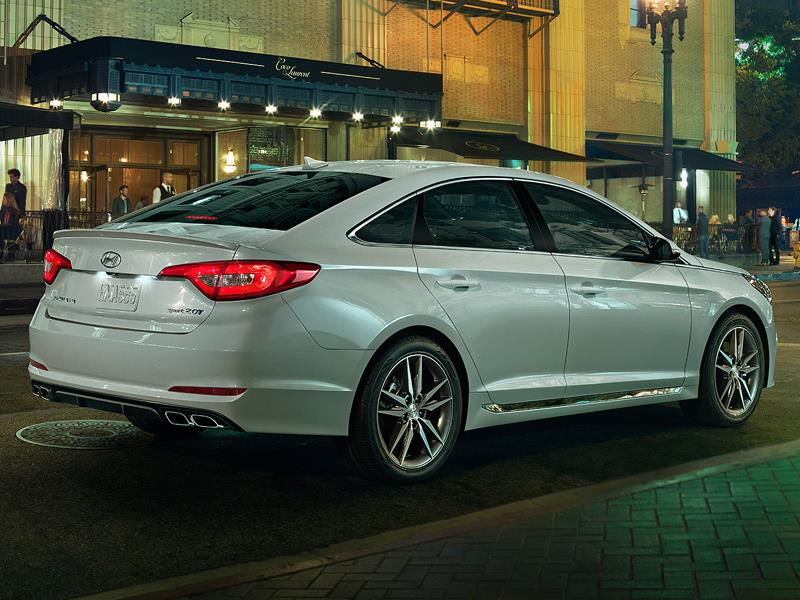 Седаны Hyundai Sonata и Renault Latitude, класс D