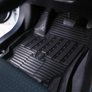 Как выбирать автомобильные ковры в салон