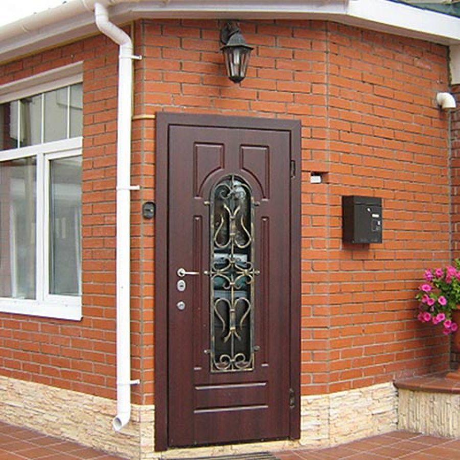 Как выбрать входную металлическую дверь в частный